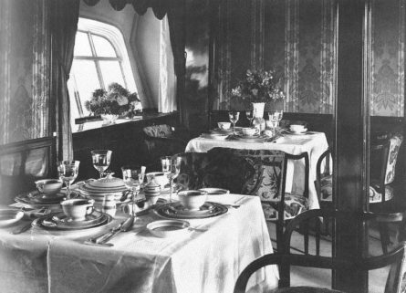 LZ127 Graf Zeppelin 1928 dining room