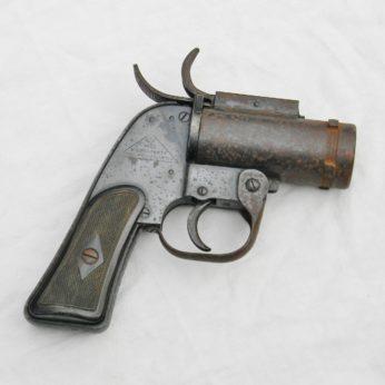 WW2 USAF Pyrotechnic Pistol M-8