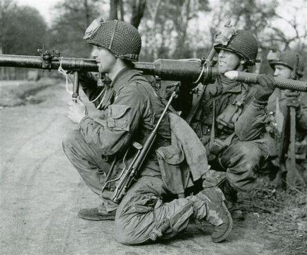 WW2 US paratroopers M4 bayonet