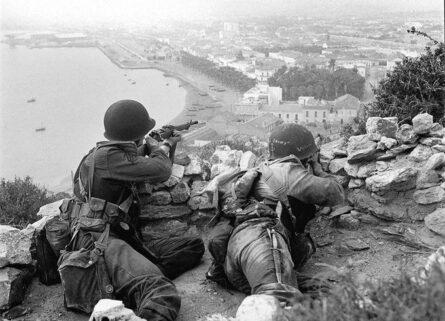 WW2 British fighting dagger 1942